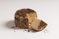 Wachal Cheese with juniper berries DEGUST approx. 600 gr.