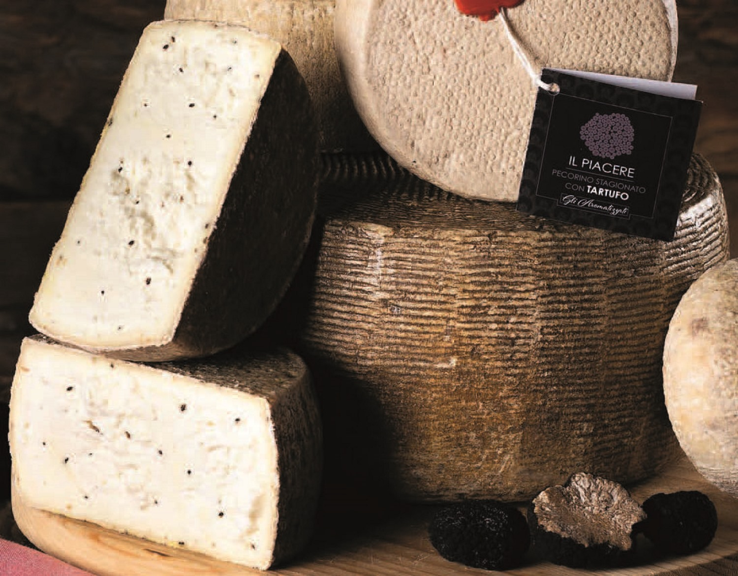 Pecorino cheese with truffle approx. 1.0 kg. - Rocca Toscana Formaggi